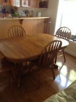 Solid oak dining room table four chairs/two leaves