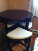 Table style bar avec 4 bancs