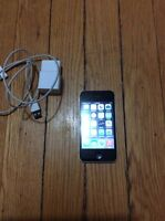 Black iPhone 4s 16 gig 10/10 condition works with bell or virgin