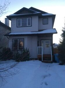***FULLY FURNISHED 5 BEDROOM HOME *** Utilities included
