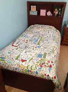 2 lits jumeaux avec tiroir-lit et tiroirs