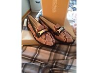 Michael kors snakeskin gorgeous loafers size 6