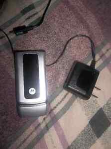 Cellulaire flip flop Motorola avec Rogers /// 40$ pratiquement n
