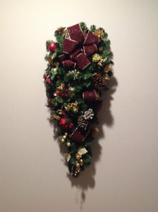 Gorgeous Xmas wreath Brand new and a wow piece