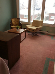 Furnished Bachelor Ottawa East Available August 1