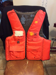 COMBINATION LIFE JACKET/HUNTING/ FISHING VEST FOR SALE