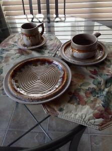 NOUVEAU PRIX - Set de vaisselle 12 personnes  en poterie
