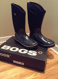 BOGS RAIN BOOTS SIZE 12.....BRAND NEW!