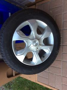 Pneus d'hiver Michelin sur jantes / Michelin snow tire on rim