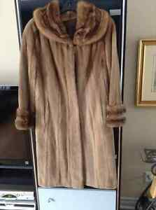 Manteau de fourrure de vison/Sheared demi-buff mink Coat
