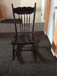 Chaise berçante tricoteuse