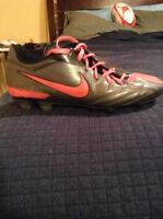 Nike low cut men's soccer cleats