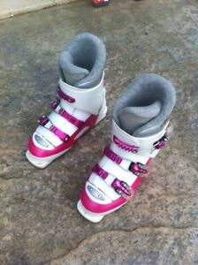 Girls junior ski boots