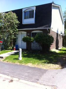 BRIGHT SPACIOUS 3BDRM END UNIT  W/FINISHED BASEMENT JULY 1ST
