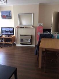 4 x Bedroom Flat in Stepney Green (bills included partly)