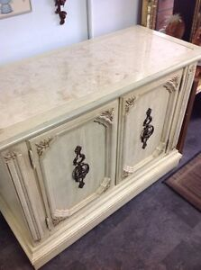 Stanly furniture bar/Buffet/entrance table