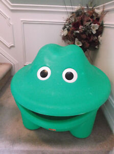 STEP TWO FROG TOY BOX