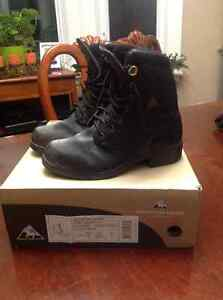 Horse riding winter boots size 5 lds.