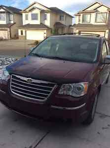 2008 Chrysler Town & Country Limited Sunroof, Backup Camera