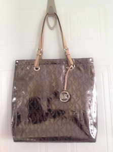 MICHAEL KORS Jet Set Item Tote Bag Excellent Condition!