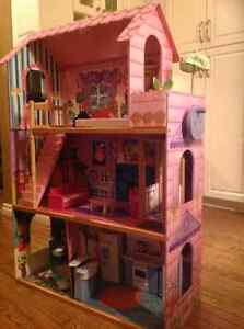 Doll house with elevator London Ontario image 1
