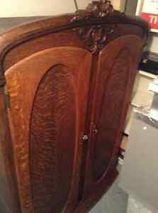 Antique Armoire a linge West Island Greater Montréal image 2