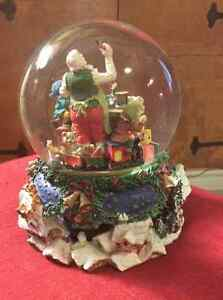 Christmas Glass Waterglobe Music Box Belleville Belleville Area image 3