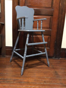 ANTIQUE WOOD HIGHCHAIR BAR HEIGHT TODDLER CHAIR