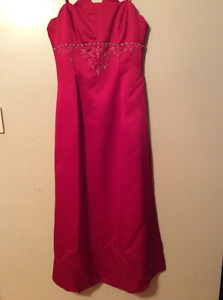 Red dress for wedding or prom / Robe rouge pour marriage ou prom