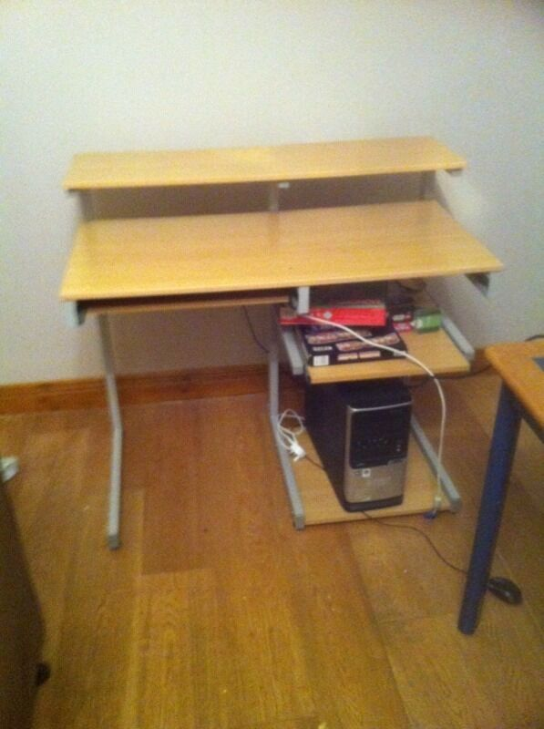 Computer deskin Ballymena, County AntrimGumtree - Computer desk metal frame very good and strong desk aprox 1 metre long and 60 cm deep
