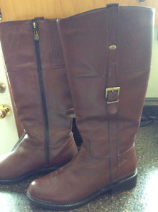 NEW WOMENS LEATHER BOOTS SZ 9 WIDE CALF.  $75.00.
