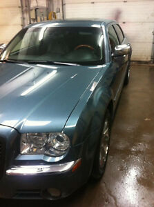 2005 Chrysler 300-Series Sedan (Very Good Condition)