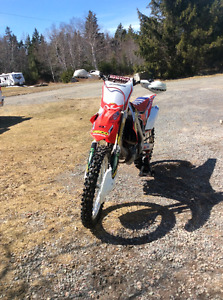 2014 crf450, low hours, papers, mint condition, 5800$
