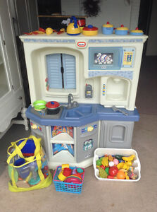 little tikes KITCHEN and lots of accessories