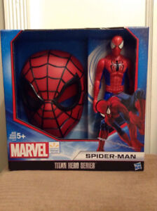"""Marvel """"Titan Hero Spider-Man"""" Hard shell mask and 12 in action"""