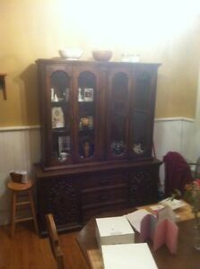 Hutch and table set