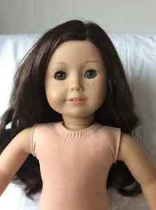 American Girl doll - dark wavy hair/hazel eyes West Island Greater Montréal image 3