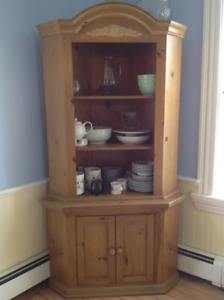 Corner hutch and serving coffee table