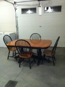 """Dining table & chairs 3'6""""x 5'4"""""""