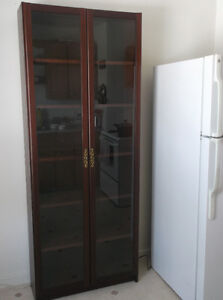 Lovely glass door cabinet with 6 shelves