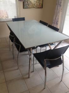 Salle a diner Table Must Corbeil 61x36 avec 6 chaises cuir noire