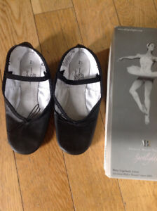 "Ballet Slippers/Shoes, Child Size 2 1/2 (7 1/2"" long)"