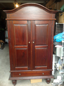 Beautiful solide wood Armoire