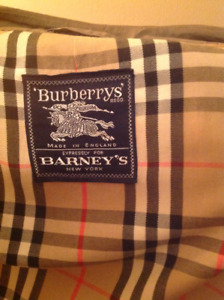 Men's Large, AUTHENTIC Burberry trench coat. - $399.