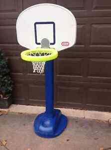 CHILD'S TALL BASKETBALL STAND FROM 4 TO 6 FEET HIGH