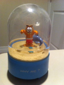 Windup Vintage Garfield musical Water Dome