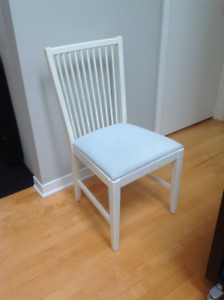 Belle chaise blanche