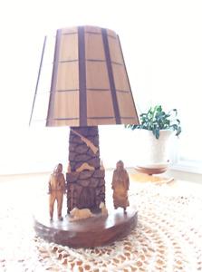 Lampe en bois scultee par un artisan St Jean Port Jolie.