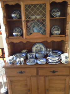 buffet /hutch.... blue willow dishes!!!!!!!!!!
