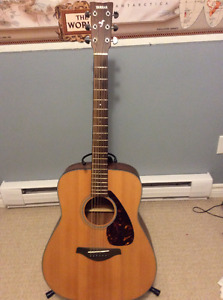 Yamaha acoustic guitar mint rarely used with case soft
